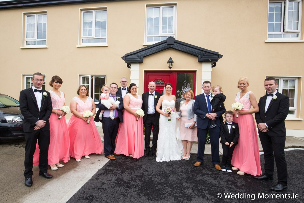 group photo outsided brides house