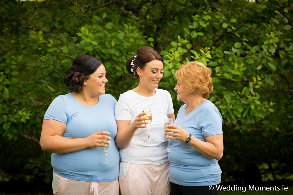 Bride with her mum and sister in the garden